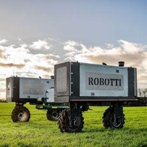 Robotti field sprayer